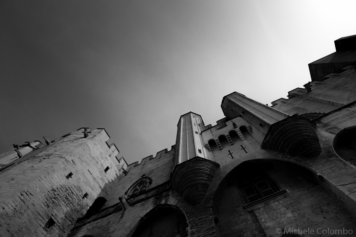 Photo of the imposing entrance of Palais des Papes, Avignon