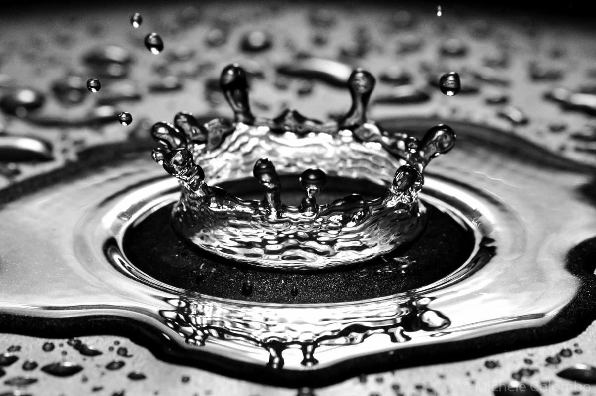 balck and white water drop shot with Arduino
