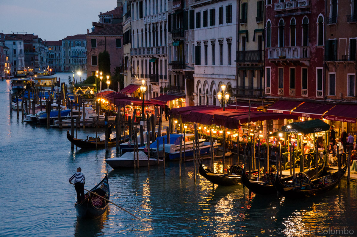 Ligths and gondolas on Grand Canal by night